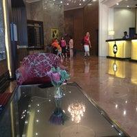 Photo taken at The Elizabeth Hotel Singapore by 🌀VANGIGA on 7/11/2012