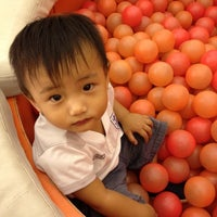 Photo taken at Blow-Up Babies Serendra by charles t. on 5/1/2012