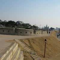 Photo taken at Hwaseong Fortress by Meaw... on 5/22/2012