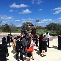 Das Foto wurde bei Haynes Ring Plaza von Vincent N. am 2/26/2012 aufgenommen