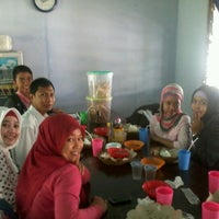 Photo taken at Kantin Fakultas Kehutanan Unmul by Abdul Rasyid M. on 6/25/2012