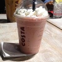 Foto tirada no(a) Costa Coffee Metropolitan por Maria Y. em 7/15/2012