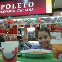 Foto tirada no(a) Spoleto por Ricardo R. em 4/29/2012
