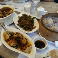 Photo taken at Jiang Shan Hui Chinese Cuisine 江山薈京川滬菜館 by Kyung Won K. on 9/7/2012