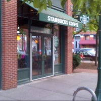 Снимок сделан в Starbucks пользователем Dan M. 7/25/2012