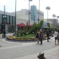 Photo taken at Third Street Promenade by Leo L. on 5/20/2012