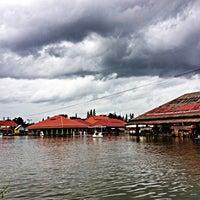 Photo taken at Hua Hin Sam Phan Nam Floating Market by Mud M. on 8/2/2012