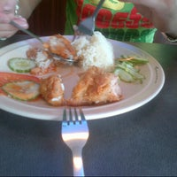 Photo taken at Singapore Chicken Rice SCR by iena 2707 on 8/31/2012