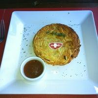 รูปภาพถ่ายที่ Rostie Restaurant โดย Bruna G. เมื่อ 7/6/2012