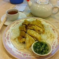 Photo taken at Kei Heung Chicken 奇香雞飯店 by Maurice L. on 4/22/2012
