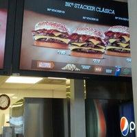 รูปภาพถ่ายที่ Burger King โดย Cristian N. เมื่อ 8/26/2012