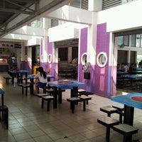 Photo taken at โรงอาหาร อาคารองค์การนักศึกษา (อมช.) by Chaichan R. on 3/31/2012