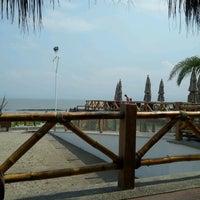 Foto tomada en El palmar Beach Restaurant por MJMA R. el 7/5/2012