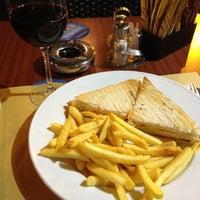 Foto scattata a George Byron Cafe da Saul S. il 3/21/2012