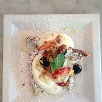Photo taken at Organika - Organic Bar & Kitchen by Jairo B. on 9/1/2012