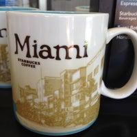 Снимок сделан в Starbucks пользователем Gregory S. 8/19/2012
