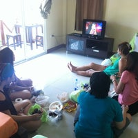 Photo taken at Koh Larn Thai House by Wanruedee K. on 5/19/2012