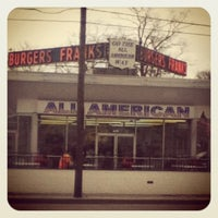Photo taken at All American Hamburger Drive-In by Jeanette Ttsp S. on 3/28/2012