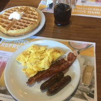 Photo taken at Denny's by Mary C. on 12/28/2016