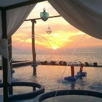 Foto tomada en Mantamar Beach Club • Bar & Grill por Mantamar Beach Club • Bar & Grill el 2/26/2014