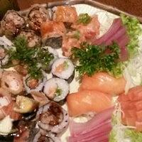 Foto tirada no(a) Inazuma Sushi por Claudia S. em 1/29/2016