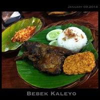 Photo taken at Bebek Kaleyo by Stephanie M. on 1/4/2014