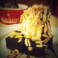 Photo taken at Cold Stone Creamery by Stephanie M. on 10/31/2012