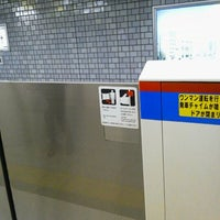 Photo taken at Mita Line Jimbocho Station (I10) by DBAかとう/群馬県高崎市のITアドバイザー on 11/16/2012
