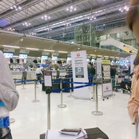 """Photo taken at Check-In Row """"R"""" by `fernn . on 5/27/2017"""