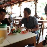 Photo taken at ຮ້ານອາຫານ ສາຍລົມເຢັນ by Tung F. on 12/2/2012