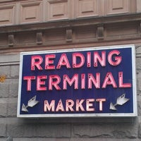 Foto tirada no(a) Reading Terminal Market por Mary R. em 11/18/2012