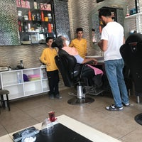 Photo taken at Altın makas erkek kuaförü by Saliha O. on 8/12/2017