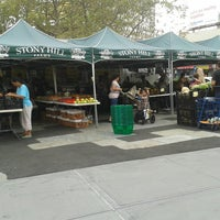 Photo taken at Journal Square Farmers' Market by Beatriz B. on 8/12/2016