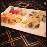 Photo prise au Akashi Japanese Grill & Sushi Bar par Ashley B. le11/22/2013