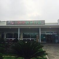 Photo taken at 보들결 한우전문식당 by COGITO on 8/27/2015