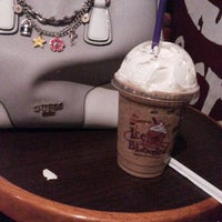 Photo taken at The Coffee Bean & Tea Leaf by yonna r. on 3/21/2015