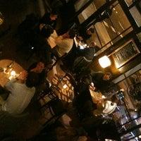 Foto tomada en Café Adonis 1940 por Sara K. el 1/23/2013