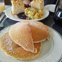 Foto tirada no(a) Sam's Morning Glory Diner por Faith O. em 12/22/2012