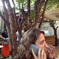 Foto tirada no(a) Livraria da Vila por Roberta D. em 11/25/2012