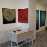 Foto scattata a Galeri İdil da Berna A. il 4/4/2015