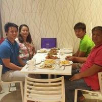 Photo taken at Ah Fong Asian Cuisine by Henry Michael L. on 10/16/2014