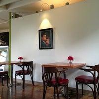 Foto tirada no(a) East Village Café por Will S. em 6/19/2013