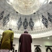 Photo taken at Masjid Asy-Syakirin by Raydha R. on 7/27/2013