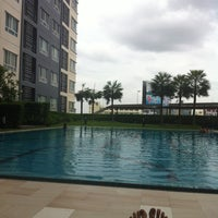 Photo taken at Swimming pool by Yui W. on 4/15/2013
