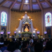 Das Foto wurde bei National Shrine of Our Lady of the Holy Rosary of La Naval de Manila (Sto. Domingo Church) von KC A. am 10/13/2013 aufgenommen