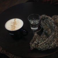Photo prise au Wayne's Coffee par Miia S. le12/18/2014