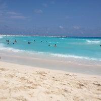 Foto tomada en Forum Cancún por Jorge M. el 4/21/2013