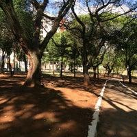 Das Foto wurde bei Praça Giordano Bruno von Belinha R. am 10/1/2017 aufgenommen