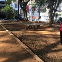 Das Foto wurde bei Praça Giordano Bruno von Belinha R. am 7/15/2017 aufgenommen
