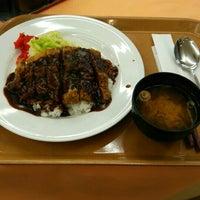 Photo taken at 明石食堂 フードコート 第二神明明石サービスエリア by たけ ばすこ だ on 10/11/2015